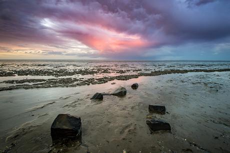 Zonsondergang bij de waddenkust