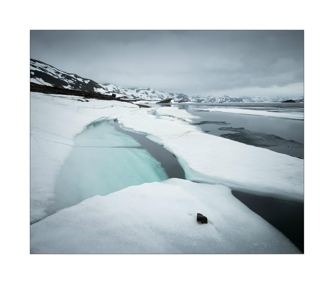 Tyin. II - - - foto door Joshua181 op 30-09-2017 - deze foto bevat: lucht, water, natuur, sneeuw, vakantie, ijs, landschap, bergen, meer, noorwegen, reisfotografie