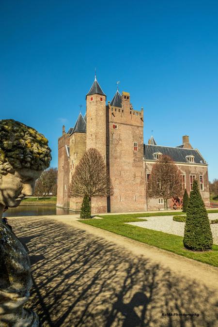 DSC05439_bewerkt-2 - Kasteel ( slot ) Assumburg. - foto door Robert-Moeliker op 27-02-2021 - deze foto bevat: lucht, kasteel, architectuur