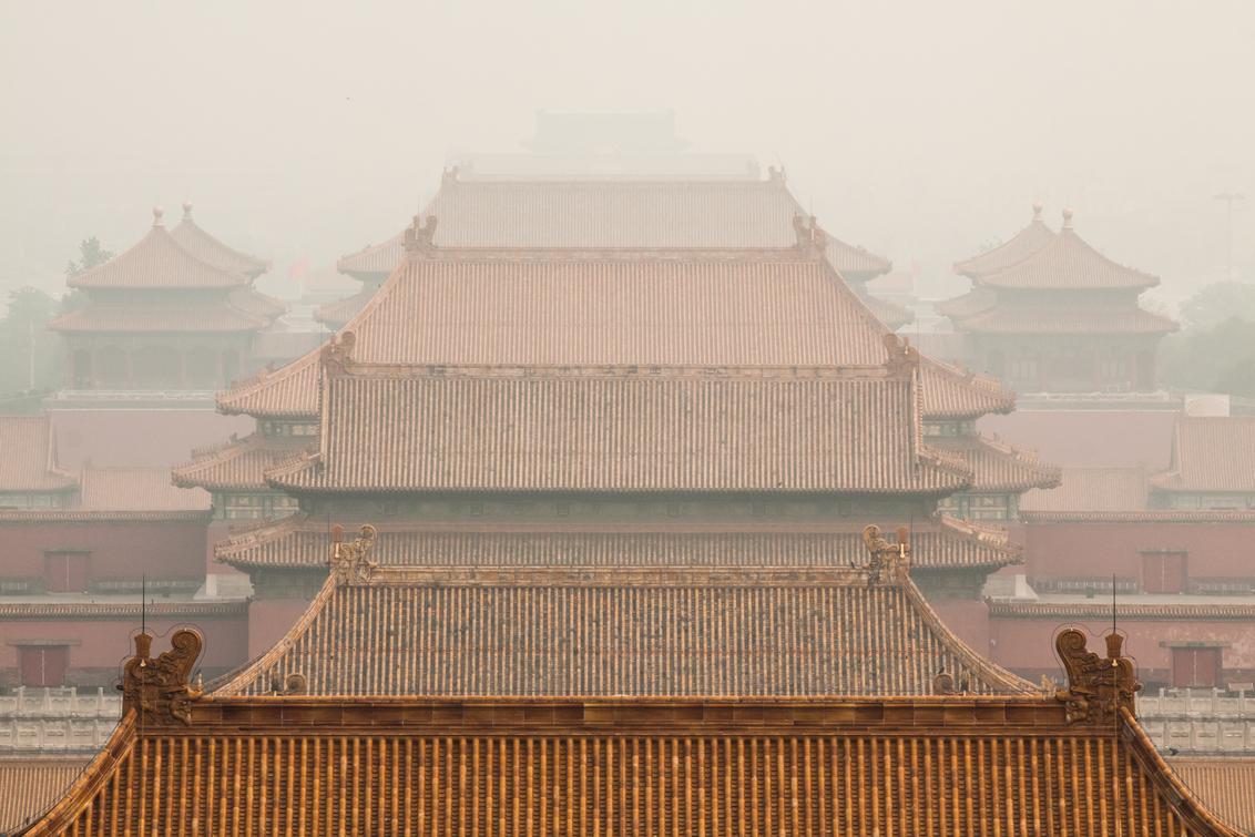 """Forbidden City - Hier weer een foto uit China. Om precies te zijn de hoofdstad van China, Beijing. Daar ligt """"The Forbidden City"""", van hieruit bestuurden de Chineze k - foto door dennisvdelzen op 15-08-2013 - deze foto bevat: smog, architectuur, mist, china, city, symmetrie, forbidden"""