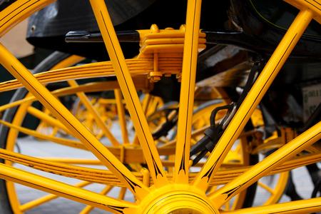 Sparkling Yellow - De koetsen in Sevilla - foto door lapru op 11-05-2012 - deze foto bevat: wiel, geel