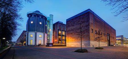 Maastricht - Bonnefantenmuseum - Maastricht - Bonnefantenmuseum - foto door mdwaard op 29-01-2018 - deze foto bevat: maastricht, limburg, nachtfotografie, avondfotografie, bonnefantenmuseum, blauwe uur