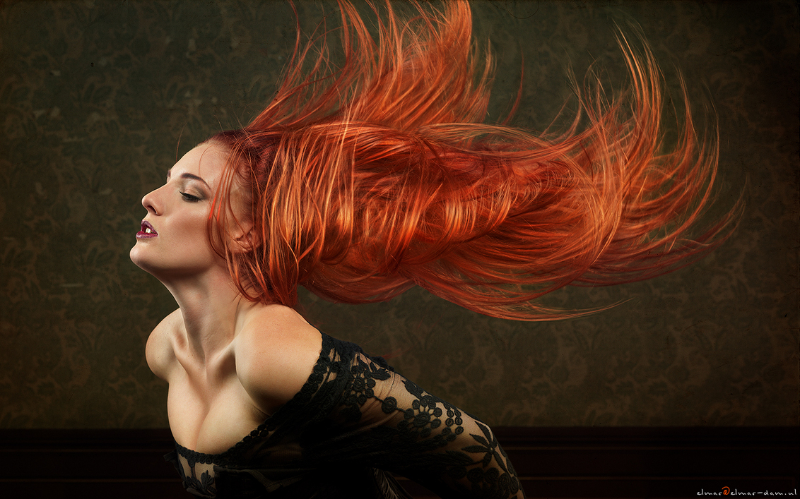 waved out - Door: Elmar Dam Model: Irene Berghuis Mua: Mandy Rond - foto door elmardam op 30-10-2013 - deze foto bevat: rood, wind, portret, golven, haar, zwaaien, wave, lang