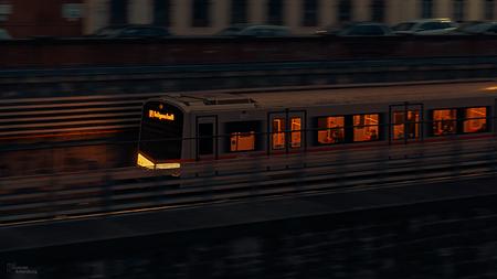 Metro Wenen - Metro Wenen - foto door gabriel-batenburg1969 op 14-04-2021 - locatie: Wenen, Oostenrijk - deze foto bevat: trein, venster, voertuig, rollend materieel, automotive verlichting, vervoermiddel, gebouw, elektriciteit, spoorweg, rollen