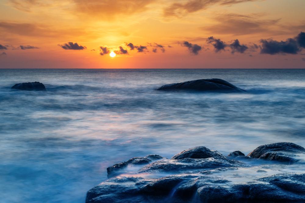 Zonsopkomst Sardinie - Zonsopkomst  - foto door ineke_zoom op 11-04-2021 - locatie: 09043 Costa Rei, South Sardinia, Italië - deze foto bevat: landschap, sardinie, zonsopkomst, wolk, water, lucht, atmosfeer, watervoorraden, licht, nagloeien, natuurlijk landschap, zonsondergang, kust- en oceanische landvormen