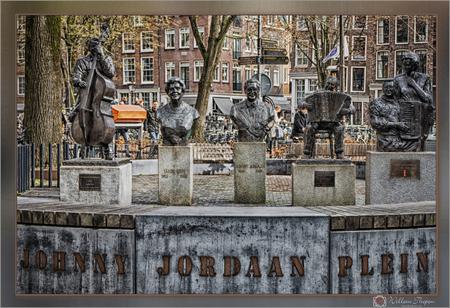 """Johnny Jordaan Plein - Manke Nelis, Tante Leen, Johnny Jordaan, Johnny Meyer, Mien en """"Bolle"""" Jan Froger. - foto door Willem Thepen op 20-03-2019"""