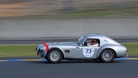 Shelby Cobra 289 - Shelby Cobra 289  (1964) op Circuit Le Mans - foto door mwhlinders op 16-07-2018 - deze foto bevat: panning, race, sport, auto, actie, snelheid, beweging, autosport, sluitertijd, circuit, scherpte, coureur, meetrekken, Le Mans, expertuitdagingpanning, continuous focus