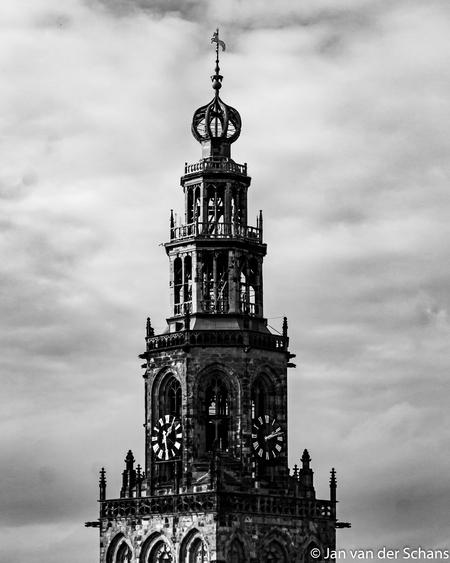 Top van Martinitoren. - Martinitoren Groningen genomen op het dak van spiks splinternieuwe Forum. - foto door JVDSCHANSUT16-12-1959A op 26-02-2020 - deze foto bevat: kerk, groningen, zwartwit