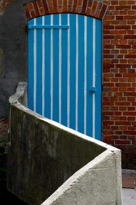 deur met muurtje