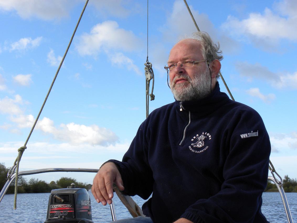 Recht zo die gaat... - - - foto door Jeeneh op 20-10-2009 - deze foto bevat: lucht, portret, zeilen, scouting, varen, Wijk bij Duurstede