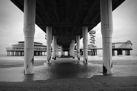 B/W Pier