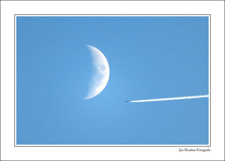 Stand-by ... Lunar orbit in ... five-four-three-......