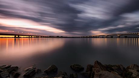 Zonsondergang bij de Moerdijkbruggen