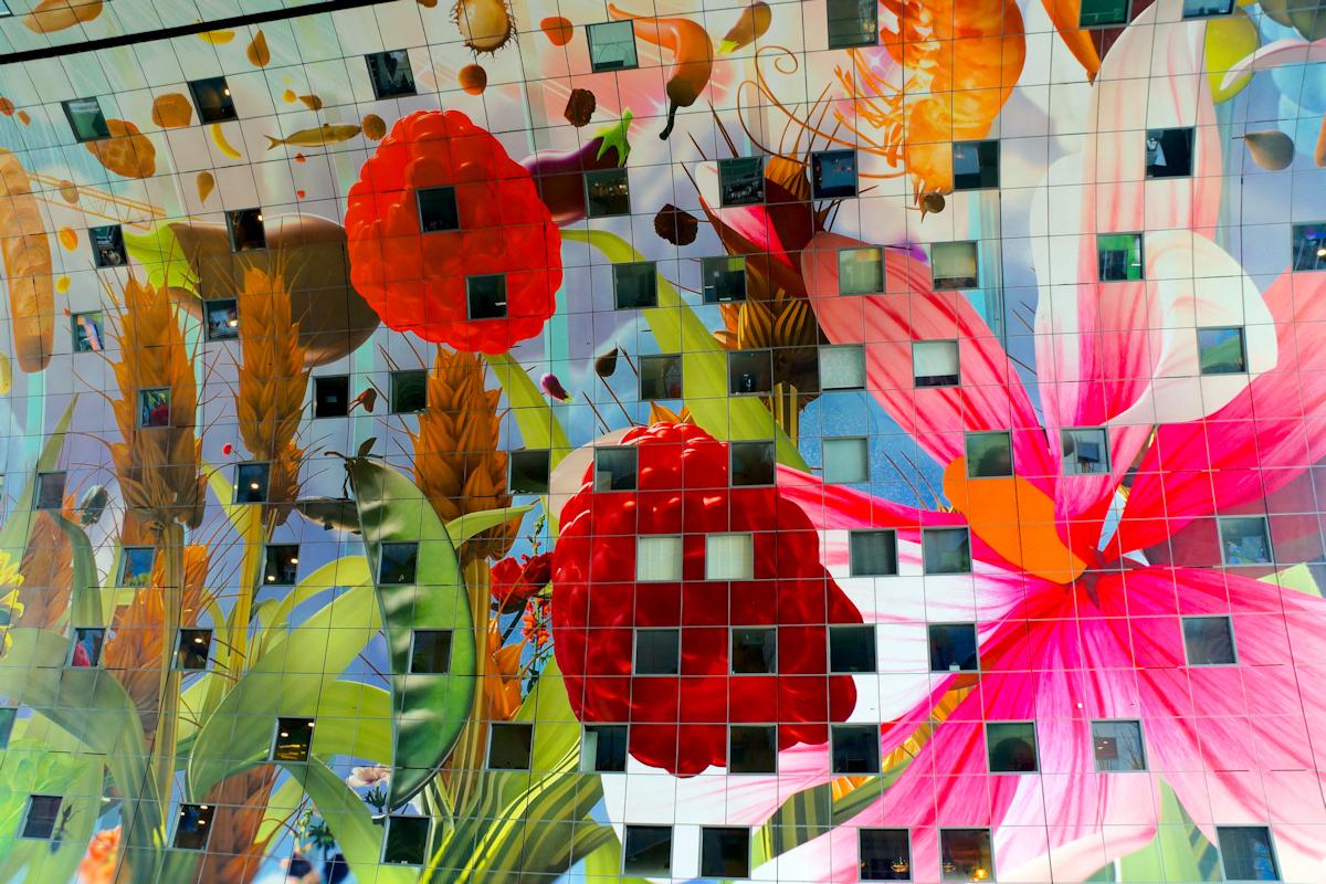 Kleur - Binnen in een rond gebouw - foto door Erik-54 op 16-04-2021 - locatie: Rotterdam, Nederland - deze foto bevat: kleur, bloem, architectuur, food, winkelen, blad, textiel, organisme, kunst, lettertype, stedelijk ontwerp, verf, creatieve kunsten, schilderen, patroon