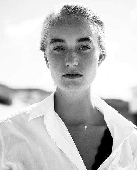 Anne de jong - - - foto door Kayleesfotografie op 06-09-2017 - deze foto bevat: vrouw, portret, model, ogen, fashion, meisje, zwartwit, emotie, closeup, mode, fotoshoot, 50mm