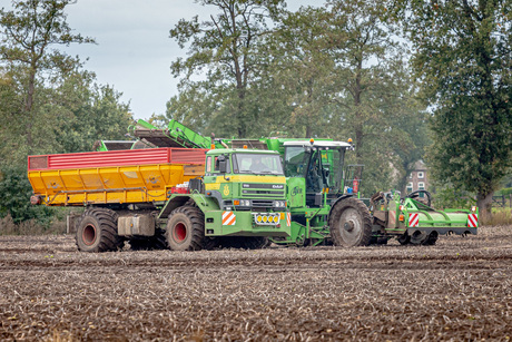 AVR Aardappelrooier en transportvoertuig