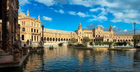 Sevilla - Park Maria Luisa met Plaza de Espana - foto door karelwillemse op 27-10-2014 - deze foto bevat: architectuur, reizen, gebouw, stad, reisfotografie