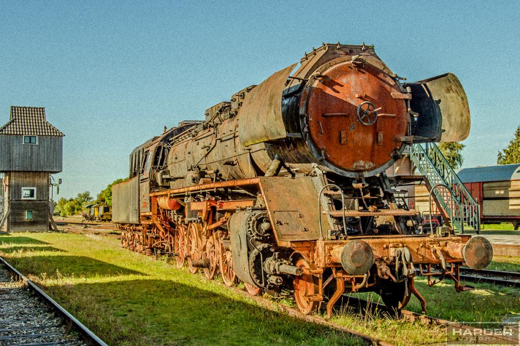 Oude locomotief - Vrijdag een bezoekje gebracht aan S.T.A.R., de museumspoorlijn te Stadskanaal. Hier kun je een ritje maken van Stadskanaal naar Veendam met de oude  - foto door deharder op 28-09-2013 - deze foto bevat: oud, bewerkt, stoomtrein, locomotief, stadskanaal