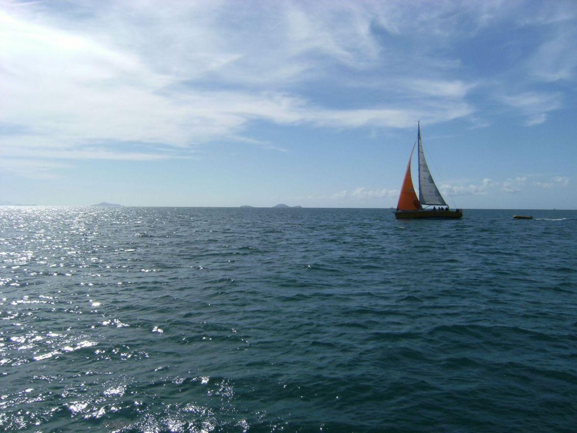 Zeilboot - Whitsunday's - foto door gijs87 op 16-09-2011 - deze foto bevat: zee, sunset, boot, zonsondergang, sun, meer, australie - Deze foto mag gebruikt worden in een Zoom.nl publicatie
