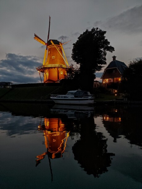 Dokkumer molen by night