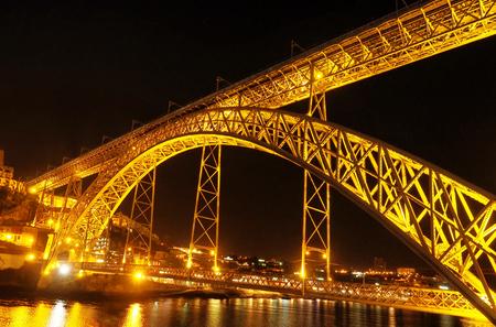 Ponte Luis - Nog een foto uit mijn album 'Oporto'. De Dom Luis brug was gebouwd in 1886 door Théophile Seyrig, die oprichter was van de Eiffel Company. Het brug - foto door Lilian2010 op 10-02-2021 - deze foto bevat: avond, architectuur, brug, portugal, douro, Oporto, pont luïs