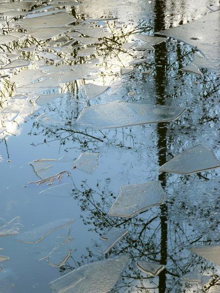 't Kan vriezen ... 't kan dooien! - Na heeel veel portretfoto's nu ff een natuur-sfeerplaat. Maart roert zijn staart...t kan vriezen (nou ja :-)) t kan dooien... We gaan voor de lente  - foto door see_and_feel op 28-03-2009 - deze foto bevat: water, ijs, reflectie, see-and-feel