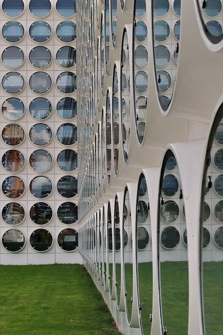 Zuidas Amsterdam. - Foto dagje met Henk Siteur (mede zoomer) Zuidas Amsterdam gedaan en zijn met goede foto's thuisgekomen  PS vanaf zaterdag avond ben ik plusminus 2  - foto door oudmaijer op 28-09-2019 - deze foto bevat: amsterdam, abstract, licht, architectuur, reflectie, gebouw, kunst, stad, zuidas