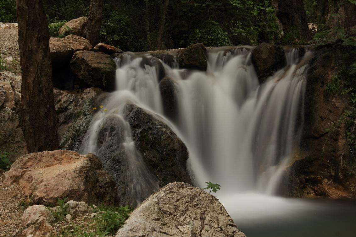 Dimcay waterfall - - - foto door MarkMooren op 30-04-2017 - deze foto bevat: groen, boom, bloem, water, natuur, druppel, blad, vakantie, landschap, waterval, bergen, longexposure, lange sluitertijd