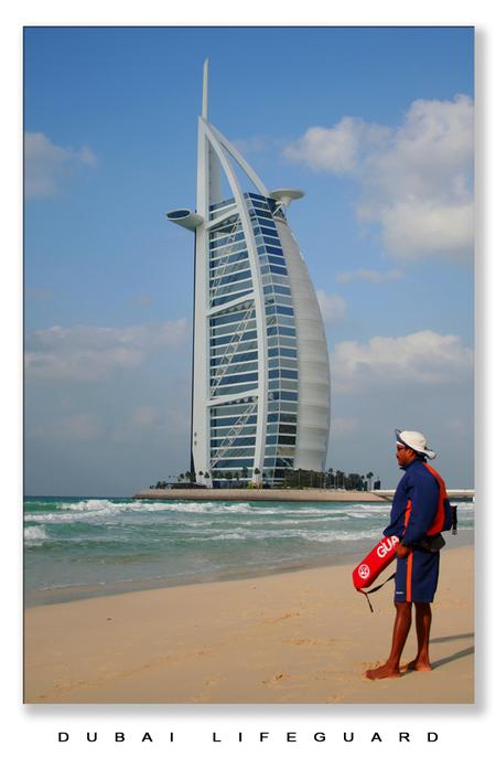 Oog voor Detail - Elke 10 meter staat er een Lifeguard. Op de stranden van Dubai is niets teveel! - foto door lokkjja op 28-12-2007 - deze foto bevat: zon, strand, zee, lifeguard, vliegen, vakantie, geld, rijk, dubai, redden