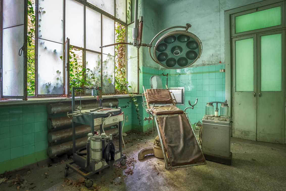 The green room - Een verlaten psychiatrisch ziekenhuis - foto door esmeralda160867 op 17-04-2017 - deze foto bevat: oud, groen, kleur, glas, urban, verlaten, hdr, ziekenhuis, urbex, urban exploring