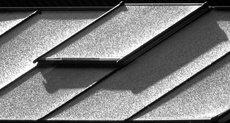 Dakvorst - Gisteren was het even autoruiten krabben. Deze broeikas was ook bedekt met een laagje ijs. - foto door jan.pijper op 13-04-2021 - locatie: 9909 Spijk, Nederland - deze foto bevat: rechthoek, grijs, stijl, zwart en wit, driehoek, materiële eigenschap, lettertype, samengesteld materiaal, parallel, symmetrie