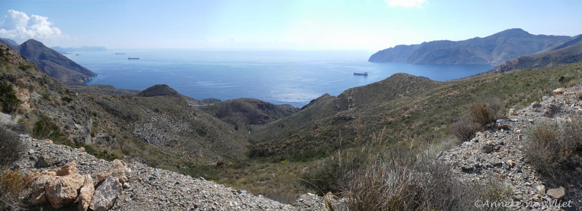 Baai ten westen van Cartagena - Deze opname is van maart, tijdens een wandeling langs de kust. - foto door AnnekevanVliet op 17-05-2016