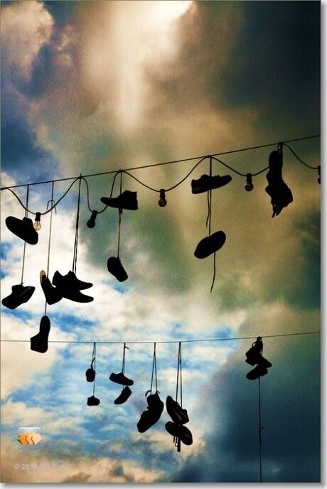 schoenen aan de draad