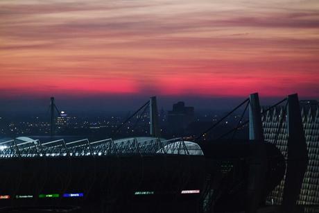 Avondrood boven het psv stadion