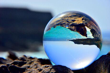 Glazenball bij kust