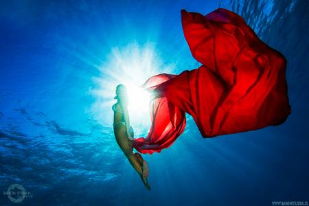 Red Sea Beauty - Fotoshoot in Hurghada, Egypte. - foto door eyefocus-76 op 20-01-2013 - deze foto bevat: zee, onderwater, water, model, duiken