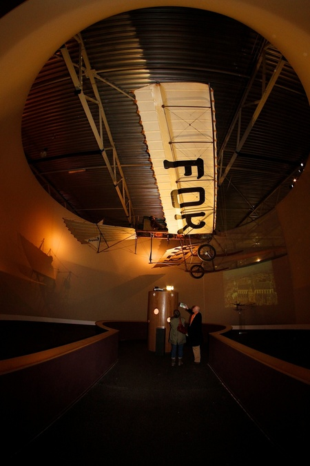 Fokker - Wat een prachtig ding! Lekker maar eens met mn Samyang fish-eye geklikt.... - foto door ajschot_zoom op 10-05-2011 - deze foto bevat: canon, vliegtuig, flevoland, aviodrome, eos, lelystad, fokker, airplane, 7d, fish-eye, Fish eye, samyang, Samyang 8mm
