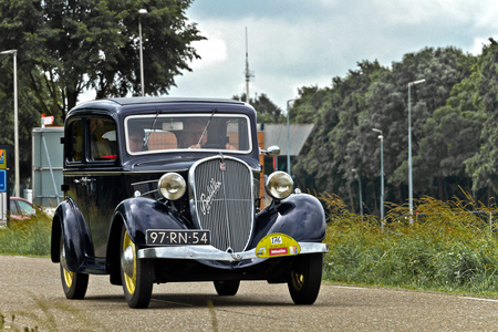 SIMCA-FIAT Balilla 1936 (6672) - 1936 SIMCA-FIAT 6LVF 6CV Berline 4 portes (Balilla)  [url]https://www.flickr.com/photos/photiste/48570113526/in/photolist-2gmTvew-2gZYwAs-26aTyxF-w - foto door clay op 10-03-2021 - deze foto bevat: auto, oldtimer, straatfotografie, evenement, 1936, clay, vintage transport, franse oldtimer, vianen - nederland, simca-fiat 6lvf 6cv berline 4 portes (balilla), simca-fiat balilla, simca-fiat