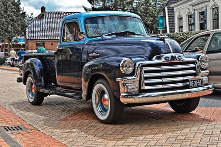 GMC 100 Pick-Up Truck 1954 (0693) - 1954 GMC 100 Type New Design Series 1947-1955 Model ½ton Pick-Up Truck  10 jaar Truckwereld :-):-)  [url]https://www.flickr.com/photos/photiste/5 - foto door clay op 07-03-2021 - deze foto bevat: oldtimer, straatfotografie, evenement, clay, 1954, vintage transport, amerikaanse oldtimer, noordbroek - nederland, gmc 100 type new design series 1947-1955 model ½ton pick-up , gmc 100 pick-up truck