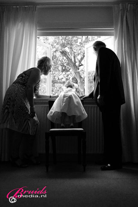 Trouwreportages; 1/4 - - Waiting for the Groom