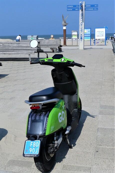P1150692  H v Holland Strand  . Wie weet hoever SJANGHAI  ligt . 4 sept 2021