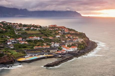 Zonsondergang bij de oceaan, Madeira, Portugal