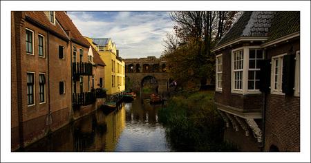 zutphen - de Berkelpoort - foto door corvangriet op 03-11-2012 - deze foto bevat: doorkijkje, reflecties, zutphen, berkel, waterpoort, berkelpoort