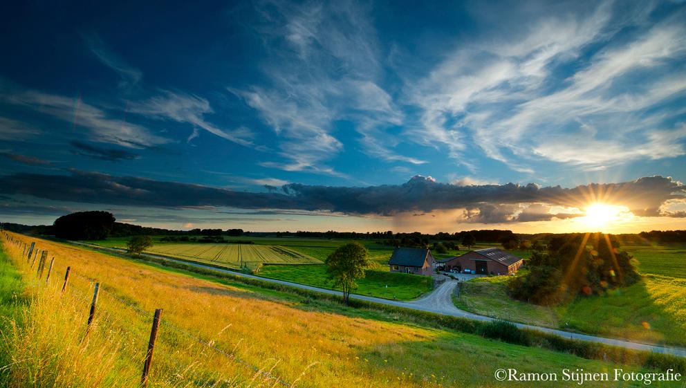Het Maasgebied bij Urmond, Zuid-Limburg - Mooie dag. Perfecte lucht. - foto door eyefocus-76 op 30-07-2012 - deze foto bevat: zonsondergang, landschap, limburg, maas, landschappen, urmond, maasgebied