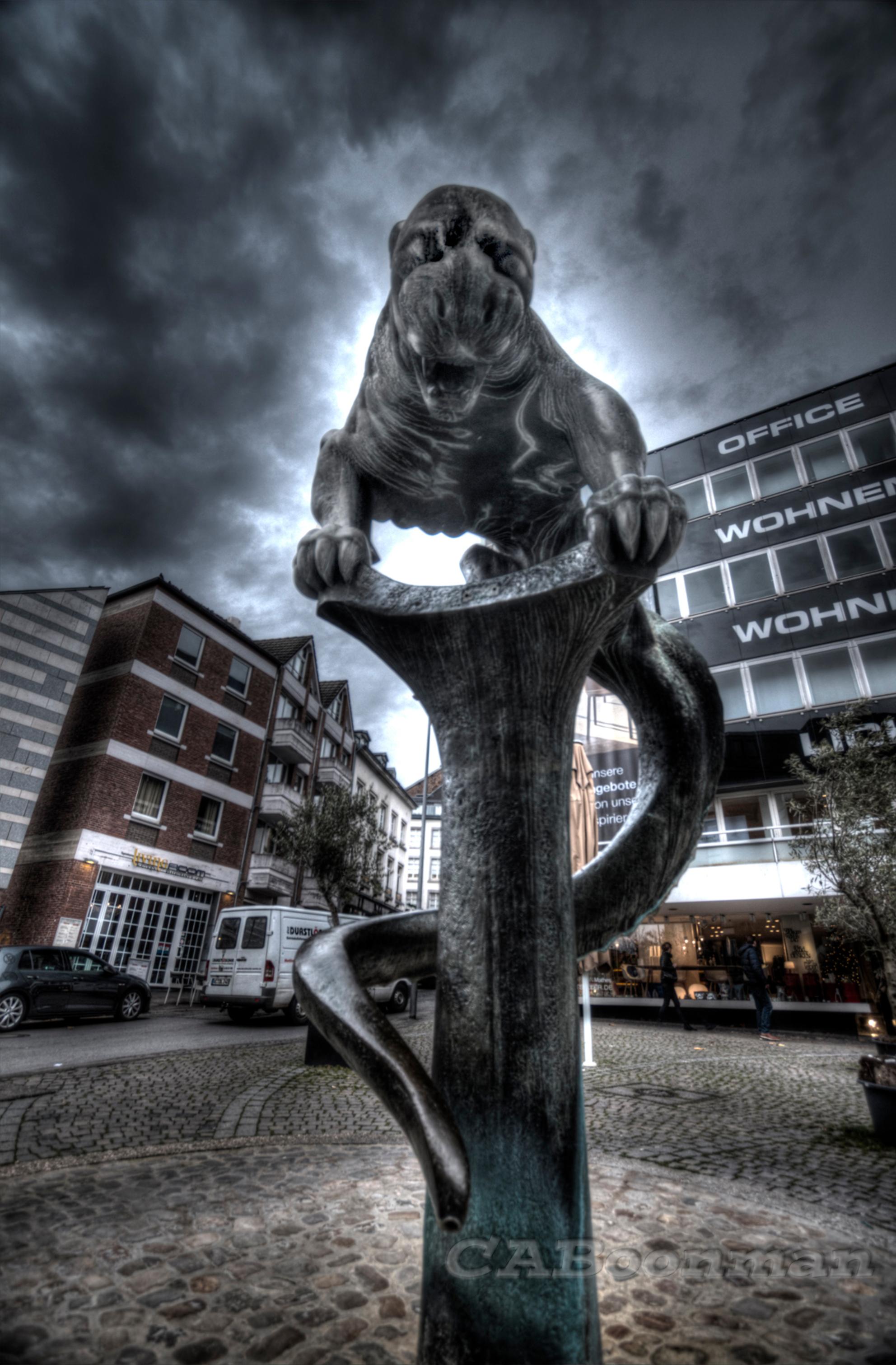 """The Beast - HDR in Aken uit de hand geschoten, na het hdr bewerken, handmatig in Elements, """"het beest"""" weer zichtbaar gemaakt, omdat deze te donker uitkwam en me - foto door lodexiv op 26-11-2015 - deze foto bevat: bewerking, hdr, tonemapping, photoshop elements - Deze foto mag gebruikt worden in een Zoom.nl publicatie"""
