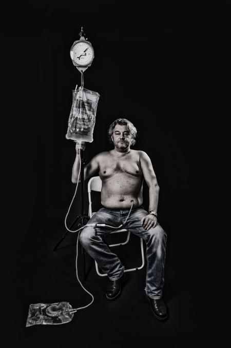 Buitengewoon - Een vriend van mij heeft een nierziekte en wacht  op een nieuwe nier.  Hij wil de mensen laten zien dat het geen pretje is om 2 uur aan een slanget - foto door jackyduck op 07-02-2014