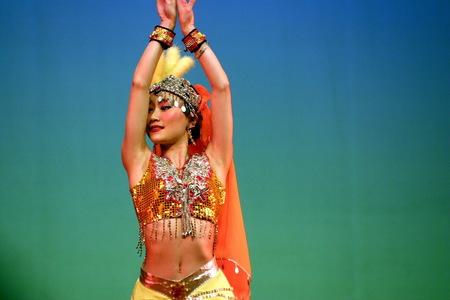 Show in China - Tijdens onze China-reis, een aantal jaren geleden, bezochten we in Dali en in Xi'ang prachtige shows. In het theater mocht je foto's maken. De Chines - foto door fotohela op 19-02-2021 - deze foto bevat: pop, artiest, theater, geluid, show, china, zangeres, live, danseres, xi'ang