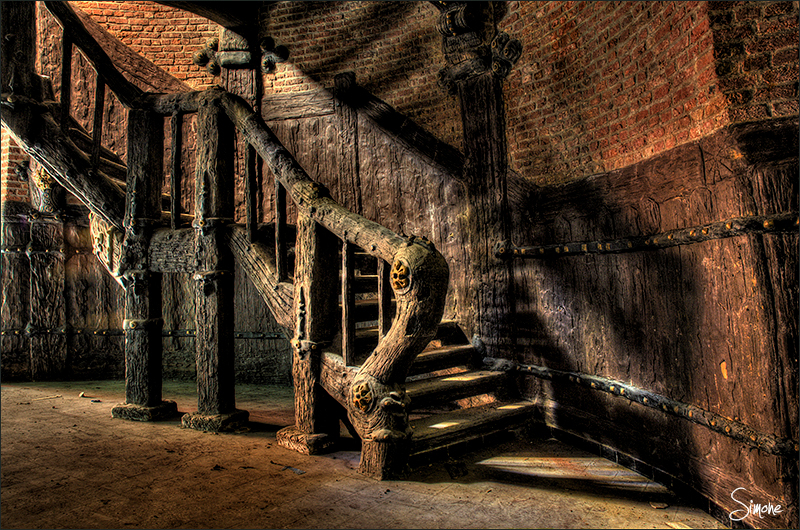 bm5.jpg - bm5.jpg - foto door frostwood op 02-11-2012 - deze foto bevat: trap, hdr, stairs, urbex