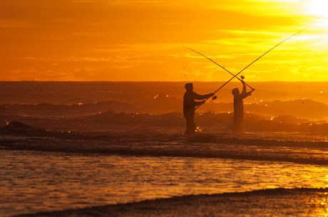 vissers op strand