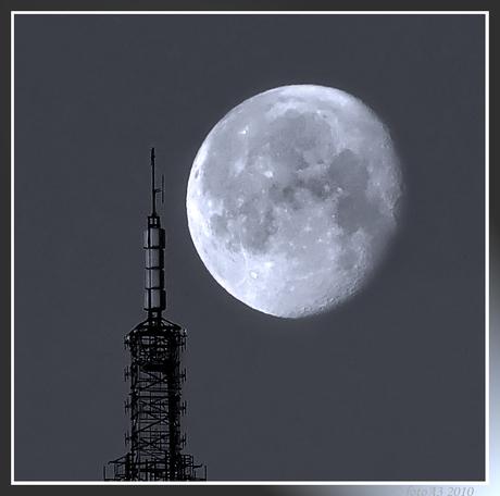 De maan schoof voorbij
